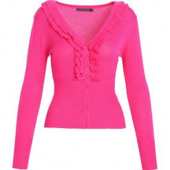 Fuksjowy Sweter On The Radio. Różowe swetry klasyczne damskie Born2be, l. Za 39,99 zł.