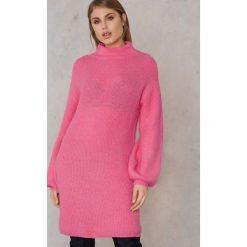 Qontrast X NA-KD Dzianinowy sweter oversize - Pink. Różowe swetry oversize damskie marki Qontrast x NA-KD, z dzianiny. W wyprzedaży za 60,89 zł.