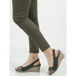 Sandały na koturnie Casu BZ61136-2. Szare sandały damskie marki Casu, na koturnie. Za 69,99 zł.