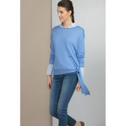 Swetry klasyczne damskie: Sweter z wiązaną szarfą