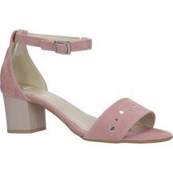 Różowe sandały z paskiem wokół kostki na niskim obcasie Casu 1973. Czerwone sandały damskie marki Reserved, na niskim obcasie. Za 89,99 zł.
