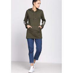 Zielona Bluza Afro Stars. Zielone bluzy z kapturem damskie Born2be, l, z nadrukiem, z długim rękawem, długie. Za 89,99 zł.