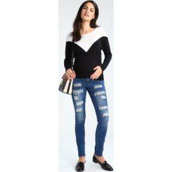 MAMALICIOUS MLNEWSILJE Jeansy Slim Fit med blue denim. Niebieskie jeansy damskie MAMALICIOUS, z bawełny. W wyprzedaży za 242,10 zł.