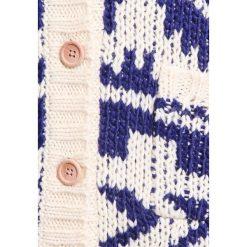 Roxy NAKANO  Kardigan outer limits pristine. Niebieskie swetry chłopięce marki Roxy, z materiału. W wyprzedaży za 158,95 zł.