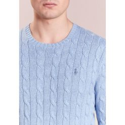 Polo Ralph Lauren CABLE Sweter jamaica heather. Niebieskie kardigany męskie marki Polo Ralph Lauren, m, z bawełny, polo. W wyprzedaży za 471,20 zł.