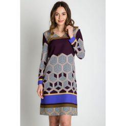 Sukienki: Rozszerzana sukienka z dekoltem w szpic BIALCON