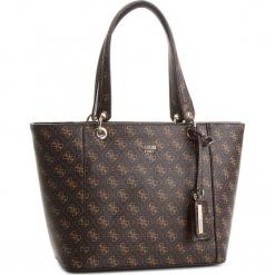 Torebka GUESS - Kamryn HWQE66 91230  BRO. Brązowe torebki klasyczne damskie marki Guess, z aplikacjami, ze skóry ekologicznej, duże. Za 629,00 zł.