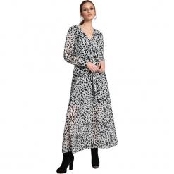 Sukienka w kolorze biało-czarnym. Białe długie sukienki marki Almatrichi, s, z długim rękawem, proste. W wyprzedaży za 249,95 zł.