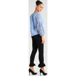 Boyfriendy damskie: 2ndOne NICOLE CROP Jeans Skinny Fit black ruffle