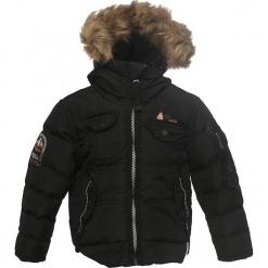 Kurtka zimowa w kolorze czarnym. Czarne kurtki chłopięce zimowe marki Peak Mountain, prążkowane. W wyprzedaży za 195,95 zł.
