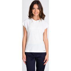 Bluzki damskie: Biała strukturalna bluzka z kołnierzykiem QUIOSQUE
