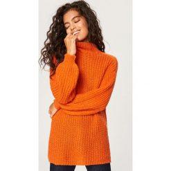 Sweter z domieszką wełny i moheru - Pomarańczo. Pomarańczowe swetry klasyczne damskie Reserved, m, z wełny. Za 179,99 zł.