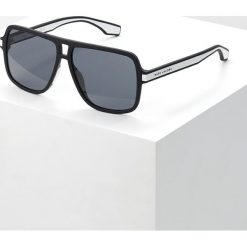 Marc Jacobs Okulary przeciwsłoneczne black/white. Czarne okulary przeciwsłoneczne męskie aviatory Marc Jacobs. Za 589,00 zł.