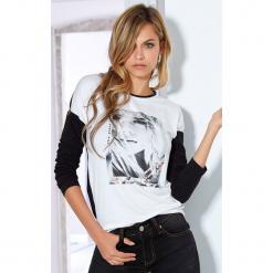 Damska bluzka Florinda biała. Białe bluzki asymetryczne Astratex, z nadrukiem, z elastanu, eleganckie. Za 63,99 zł.