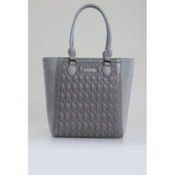 Torba z oryginalnym pikowaniem. Szare torebki klasyczne damskie Monnari, ze skóry, małe, pikowane. Za 99,60 zł.