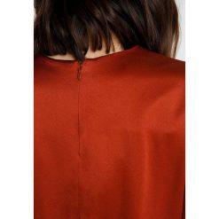 IVY & OAK VOLANT SLEEVE BLOUSE Bluzka cognac. Brązowe bluzki longsleeves IVY & OAK, z acetatu. Za 379,00 zł.