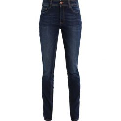 Q/S designed by SLIM LEG Jeansy Straight Leg dark blue denim. Niebieskie boyfriendy damskie Q/S designed by. Za 169,00 zł.