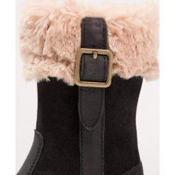 Kickers UXANA Śniegowce noir. Niebieskie buty zimowe damskie marki Kickers, z kauczuku, na sznurówki. W wyprzedaży za 367,20 zł.