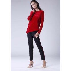 Czerwona Wizytowa Asymetryczna Bluzka z Weluru. Czerwone bluzki asymetryczne marki Molly.pl, l, z materiału, eleganckie, z asymetrycznym kołnierzem, z długim rękawem. W wyprzedaży za 102,21 zł.