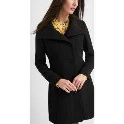 Płaszcze damskie pastelowe: Taliowany płaszcz