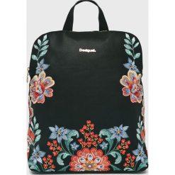 Desigual - Plecak. Czarne plecaki damskie Desigual, z haftami, z materiału. W wyprzedaży za 239,90 zł.