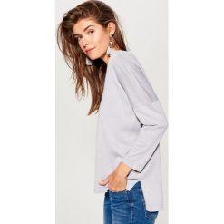 Swetry oversize damskie: Brokatowy sweter oversize – Jasny szar