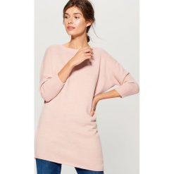 Sweter z asymetrycznym dołem - Różowy. Szare swetry klasyczne damskie marki Mohito, l, z asymetrycznym kołnierzem. Za 119,99 zł.