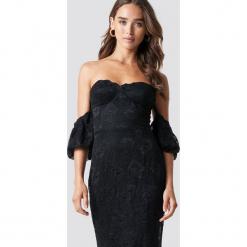 Trendyol Koronkowa sukienka maxi Carmen - Black. Niebieskie długie sukienki marki Reserved, z odkrytymi ramionami. Za 323,95 zł.