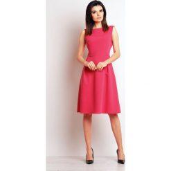 Różowa Elegancka Midi Sukienka na Szerokich Ramiączkach. Niebieskie sukienki balowe marki bonprix, z nadrukiem, na ramiączkach. Za 139,90 zł.