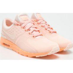 Nike Sportswear - Buty. Szare buty sportowe damskie Nike Sportswear, z materiału. W wyprzedaży za 359,90 zł.