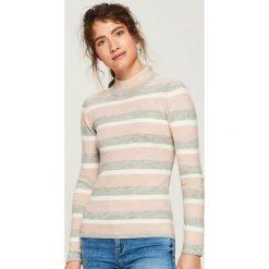 Sweter w paski - Różowy. Czerwone swetry klasyczne damskie marki 100% Maille, s, ze splotem, z okrągłym kołnierzem. Za 49,99 zł.