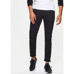 Chinosy męskie: Materiałowe spodnie typu chino – Czarny