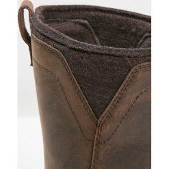 Timberland CEDAR GROVE  Kozaki brown. Brązowe buty zimowe damskie marki Timberland, z gumy, na wysokim obcasie. W wyprzedaży za 359,20 zł.