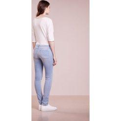 7 for all mankind PYPER Jeans Skinny Fit slim illusion. Niebieskie jeansy damskie relaxed fit 7 for all mankind, z bawełny. W wyprzedaży za 418,05 zł.