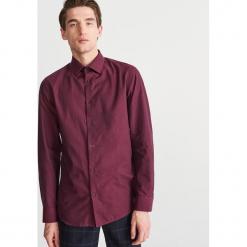 Bawełniana koszula slim fit - Bordowy. Czerwone koszule męskie slim marki Cropp, l. Za 119,99 zł.