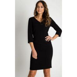 Sukienki: Klasyczna dopasowana czarna sukienka BIALCON