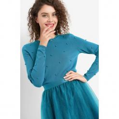 Sweter z perłami. Czarne swetry klasyczne damskie marki Orsay, xs, z bawełny, z dekoltem na plecach. Za 89,99 zł.