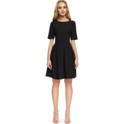 TALLIS Sukienka z kontrafałdą - czarna. Czarne sukienki hiszpanki Stylove, w paski, z tkaniny, dopasowane. Za 139,99 zł.