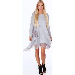 Oversizowa sukienka z falbanką jasnoszara 4024. Szare sukienki Fasardi, l, z falbankami. Za 79,00 zł.