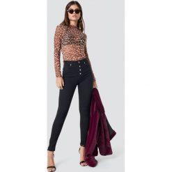 NA-KD Jeansy Skinny High Waist Button Zipper - Black. Czarne jeansy damskie skinny NA-KD, z jeansu. Za 181,95 zł.