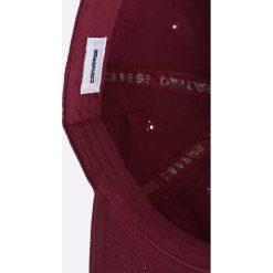 Converse - Czapka. Czerwone czapki z daszkiem męskie Converse, z bawełny. Za 89,90 zł.