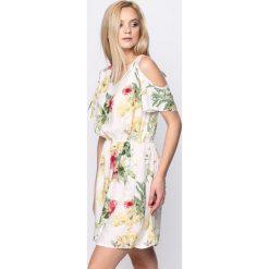 Sukienki: Biała Sukienka Revelentless
