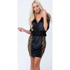 Sukienka z weluru z baskinką czarna MP60260. Czarne sukienki Fasardi, l, z weluru, baskinki. Za 69,00 zł.