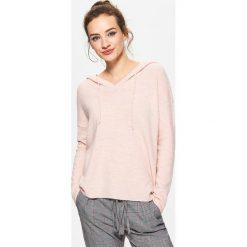 Swetry klasyczne damskie: Sweter z kapturem – Różowy