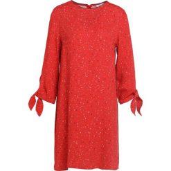 IBlues SARONNO Sukienka letnia red. Czerwone sukienki letnie marki iBlues, l, z materiału. W wyprzedaży za 464,50 zł.