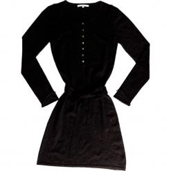 Sukienka kaszmirowa w kolorze czarnym. Czarne sukienki na komunię marki Ateliers de la Maille, na imprezę, z kaszmiru, z okrągłym kołnierzem, midi. W wyprzedaży za 545,95 zł.
