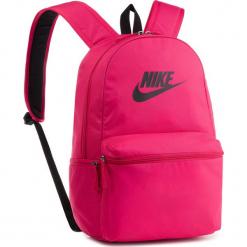 Plecak NIKE - BA5749 666. Czerwone plecaki damskie Nike, z materiału, sportowe. Za 119,00 zł.