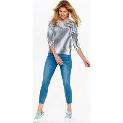 Bluzy rozpinane damskie: DAMSKA NIEROZPINANA BLUZA W PASKI Z APLIKACJĄ