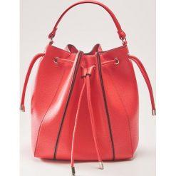 Torebka typu bucket - Czerwony. Czerwone torebki klasyczne damskie House. Za 89,99 zł.