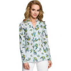 ELIANA Bluzka w kolibry z długimi rękawami - błękitna. Niebieskie bluzki longsleeves Moe, w kolorowe wzory. Za 136,99 zł.